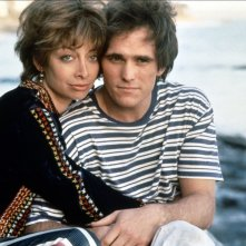 Grace of My Heart: Illeana Douglas e Matt Dillon in una scena