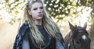 Vikings: Katheryn Winnick in una scena dell'episodio The Choice