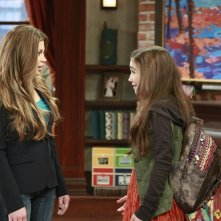 Girl Meets World: Danielle Fishel e Rowan Blanchard in una scena del primo episodio