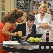 Melissa & Joey: Nick Robinson, Melissa Joan Hart e Marissa Jaret Winkour nell'episodio At Last