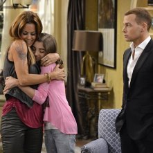 Melissa & Joey: Brooke Burke-Charvet, Jada Facer e Joseph Lawrence nell'episodio At Last