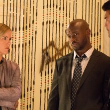 Murder in the First:Taye Diggs, Ian Anthony Dale e Kathleen Robertson nell'episodio The City of Sisterly Love