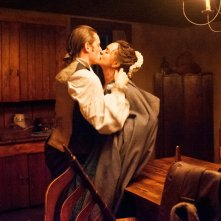 TURN: Jamie Bell e Heather Lind nell'episodio Epiphany