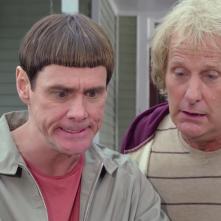 Scemo & + scemo 2: Jeff Daniels e Jim Carrey in un'immagine del film