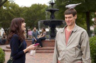 Scemo & + scemo 2: Rachel Melvin e Jim Carrey in una buffa scena del film