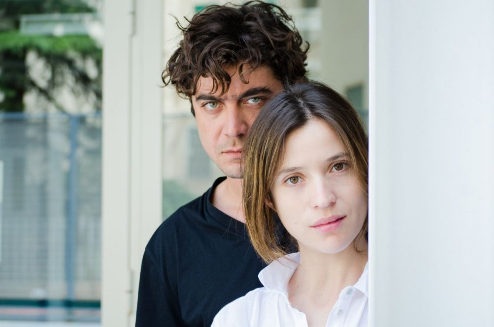 La prima luce: Riccardo Scamarcio e Daniela Ramirez nella prima immagine del film