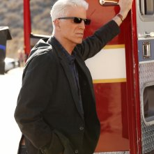CSI: Ted Danson in una scena dell'episodio Girl Gone Wild