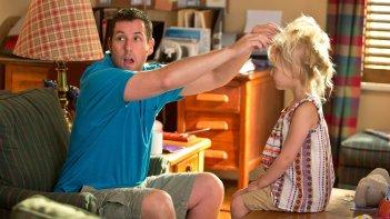 Adam Sandler con Alyvia Alyn Lind in una scena di Insieme per forza