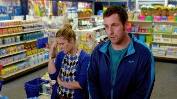 Insieme per forza: Adam Sandler e Drew Barrymore in una scena