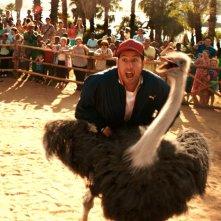 Insieme per forza: Adam Sandler alle prese con uno struzzo in una scena
