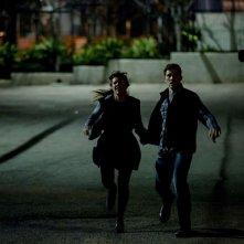 Anarchia - La notte del giudizio: Kiele Sanchez e Zach Gilford in una scena del film