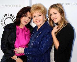 Carrie Fisher con la madre Debbie Reynolds e la figlia Billie Lourd.