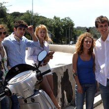 L'estate sta finendo: una scena di gruppo tratta dal film