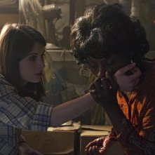 True Blood: Amelia Rose Blaire e Adina Porter nell'episodio I Found You