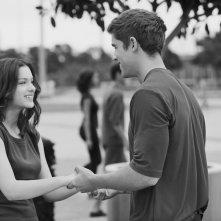 The Giver - Il mondo di Jonas: Brenton Thwaites e Odeya Rush appaiono felici in versione bianco e nero