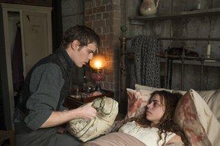Penny Dreadful: Billie Piper insieme a Harry Treadaway nell'episodio Grand Guignol