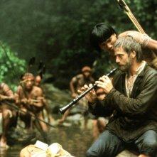 Mission: Jeremy Irons in una scena del film