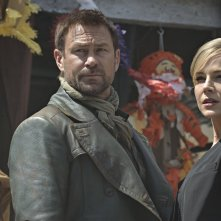 Defiance: Grant Bowler e Julie Benz nell'episodio In My Secret Life