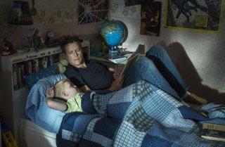 Il Paradiso per Davvero: Greg Kinnear e Connor Corum in una tenera scena del film