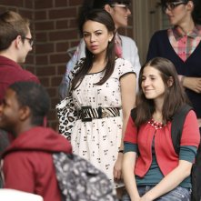 Pretty Little Liars: Janel Parrish nell'episodio Thrown from the Ride