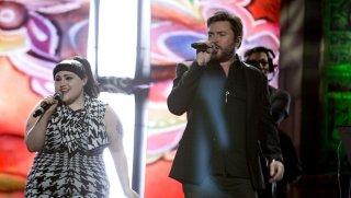 Duran Duran: Unstaged, Simon Le Bon con Beth Ditto in un'immagine del documentario musicale