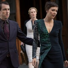 The Honourable Woman: Maggie Gyllenhaal e Tobias Menzies nell'episodio The Empty Chair