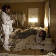 The Leftovers: Ann Dwod in una scena dell'episodio Penguin One, Us Zero