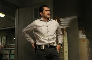 The Bridge: Demian Bichir in una scena dell'episodio Yankee