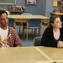 Community: Danny Pudi e Gillian Jacobs nell'episodio Basic Story