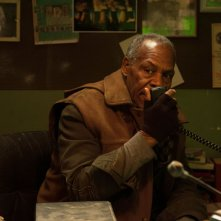 2047 - Sights of Death: Danny Glover in una scena del film