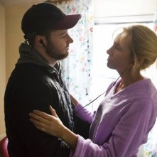 Glassland: Jack Reynor e Toni Collette si abbracciano