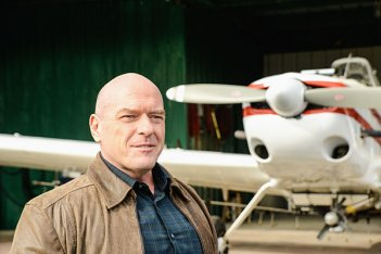 Under the Dome: Dean Norris nell'episodio Infestation