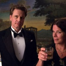 Magic in the Moonlight: Colin Firth e Marcia Gay Harden durante un ricevimento