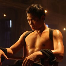 The Protector 2: Tony Jaa prigioniero in una scena del film