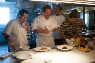 Chef - La ricetta perfetta: Jon Favreau, John Leguizamo, Bobby Cannavale e Roy Choi in una scena corale