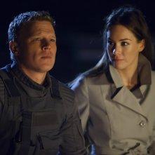 Dominion: Roxanne McKee e Chris Egan nell'episodio The Flood
