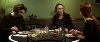 Yannick Rosset, Catriona MacColl e Jasna Kohoutova in una scena del film Chimères