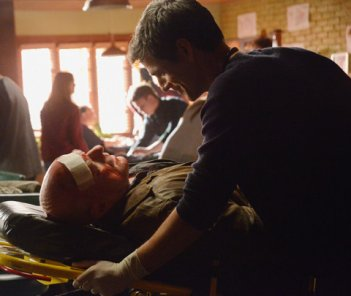 Under the Dome: Dean Norris e Eddie Cahill nell'episodio Force Majeure