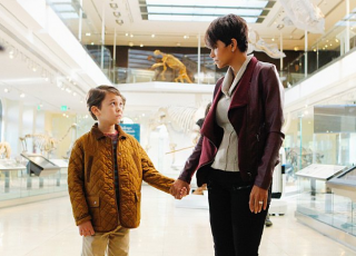 Extant: Halle Berry e Pierce Gagnon nell'episodio Extinct