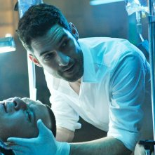 Rush: Tom Ellis in una scena del pilot