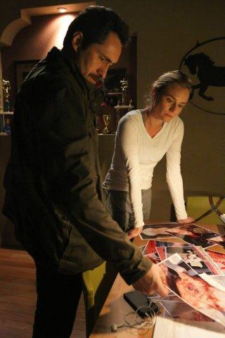 The Bridge: Demian Bichir insieme a Diane Kruger nell'episodio Ghost of a Flea