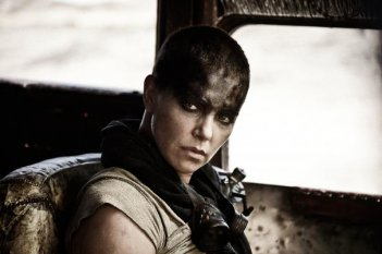 Mad Max: Fury Road - Un primo piano di Charlize Theron