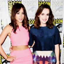 Comic-Con 2014: Chloe Bennet e Elizabeth Henstridge in un'immagine