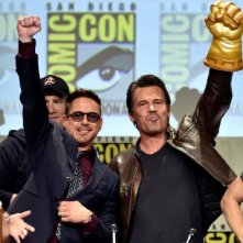 Comic-Con: Marvel Cinema - Josh Brolin e Robert Downey Jr. in un momento del panel