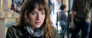 Cinquanta sfumature di grigio: Dakota Johnson in una scena del film