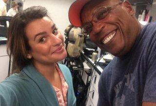 Lea Michele sul set di Sons of Anarchy imsieme al regista Paris Barclay. L'attrice apparirà nel sesto espiodio della settima stagione in veste di guest star