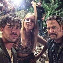 Aquarius: Claire Holt e Grey Damon sul set notturno