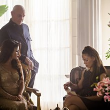Dominion: Alan Dale, Roxanne McKee, Shivani Ghai nell'episodio Black Eyes Blue