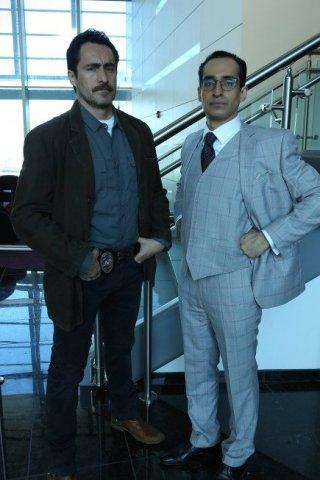 The Bridge: Demian e Bruno Bichir nell'episodio The Acorn