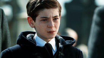 Gotham: un primo piano di David Mazouz con le lacrime agli occhi